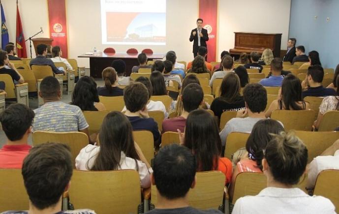 palestra_everton-gomes_economista-santander-2