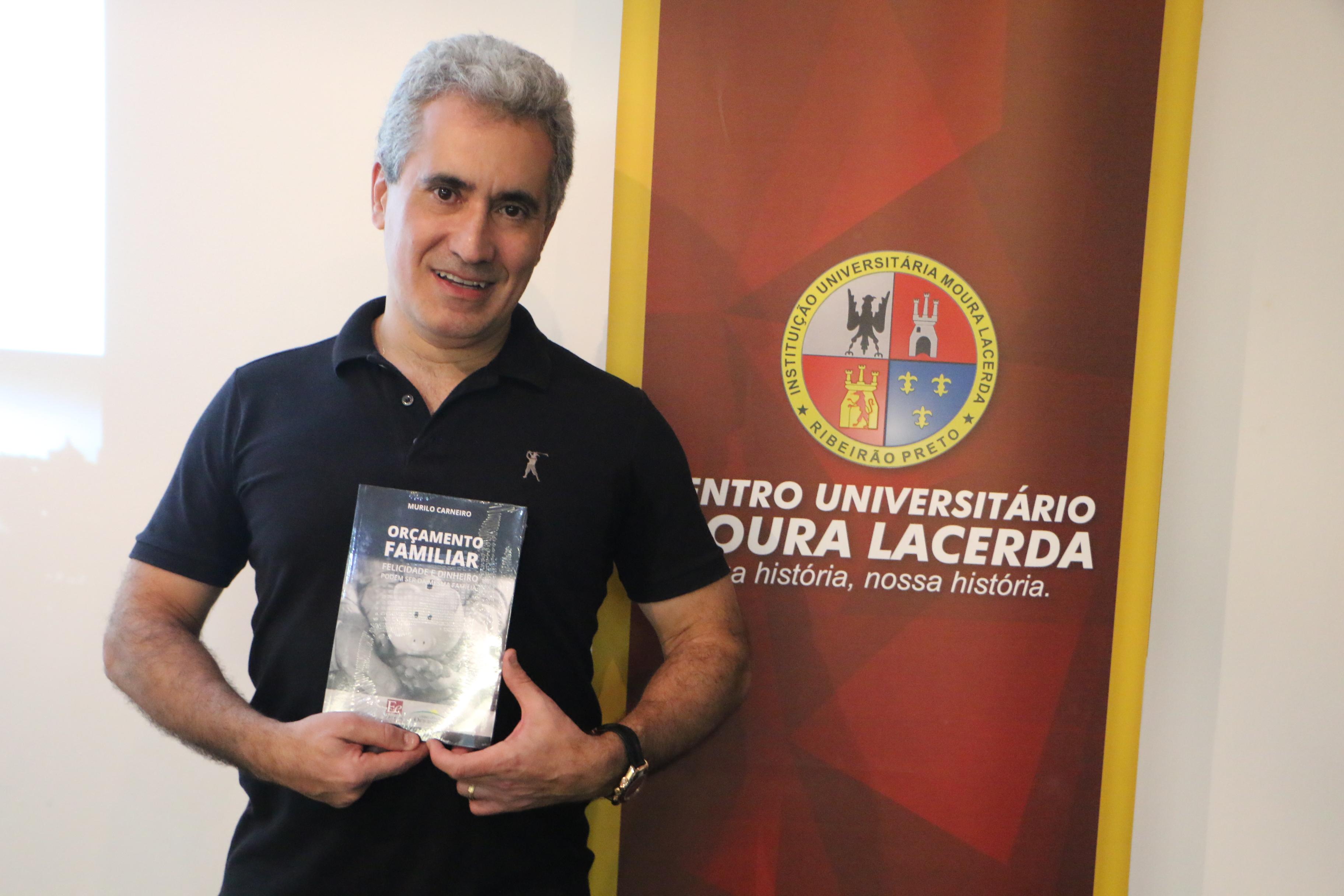 Professor do Curso de Administração lança livro sobre orçamento familiar