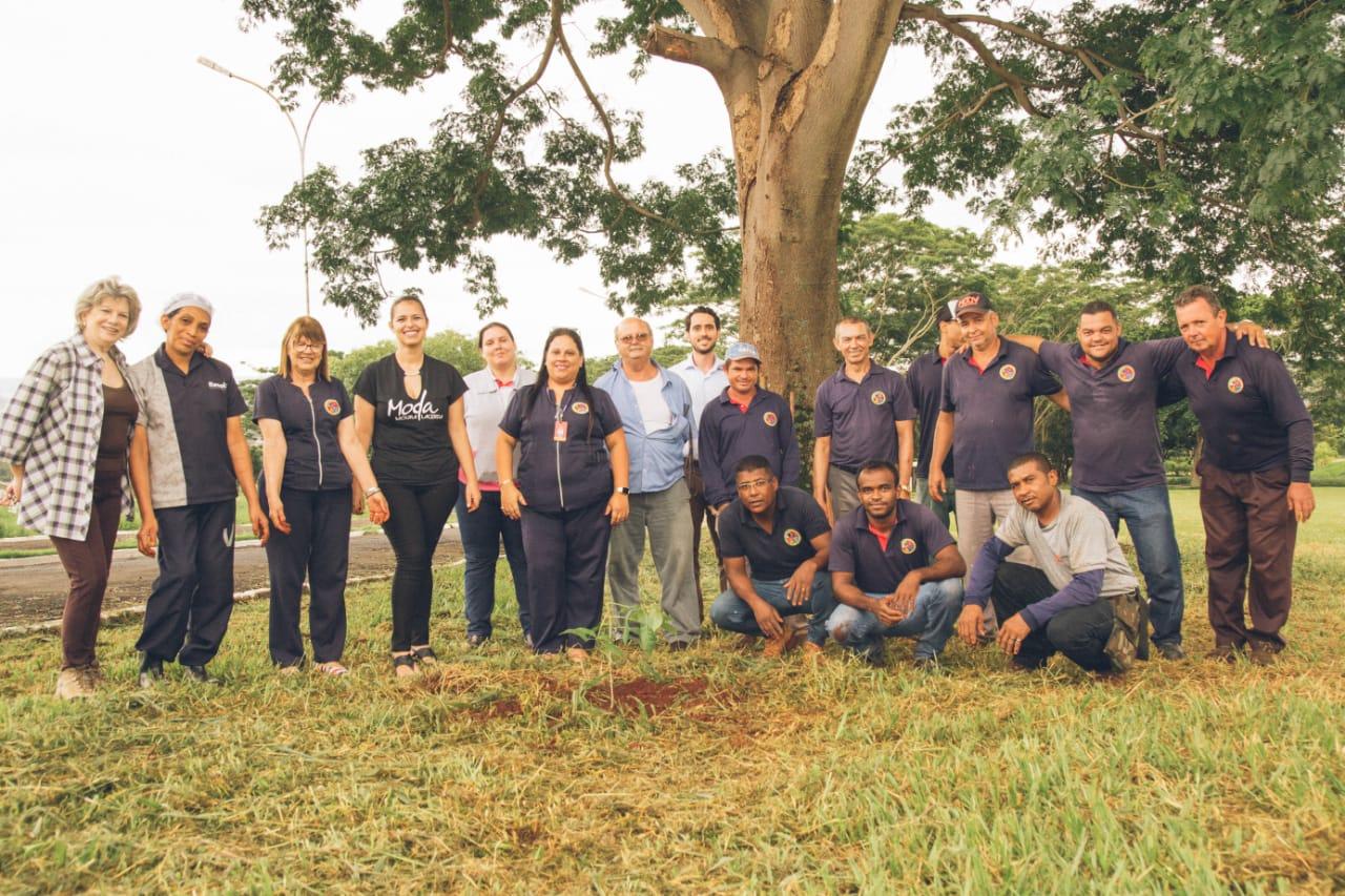Agenda Ambiental Moura Lacerda planta mais de 80 árvores no Campus